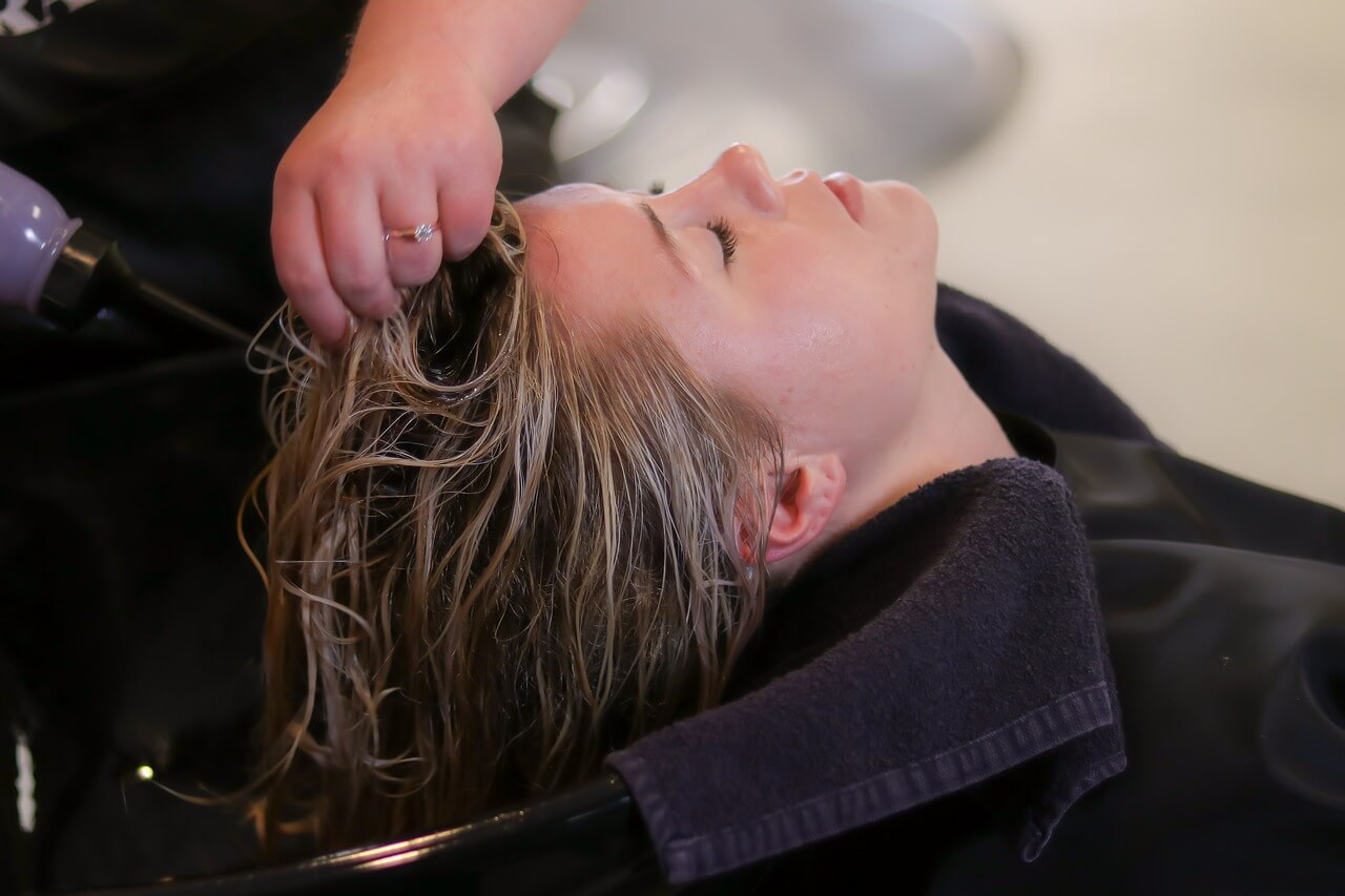 Шампунь и бальзам по уходу за волосами